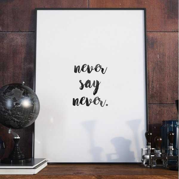 NEVER SAY NEVER - Minimalistyczny plakat w ramie